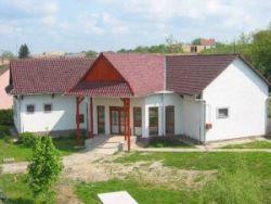 Kölyök-Fészek Erdei Iskola és Szálló Alsómocsolád